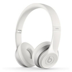 Beats Solo2 - Casque avec micro - sur-oreille - jack 3.5mm - blanc - pour 12.9-inch iPad Pro; 9.7-inch iPad Pro; iPad (3rd generation); iPad 1; 2; iPad Air; iPad Air 2; iPad mini; iPad mini 2; 3; 4; iPad with Retina display (4th generation); iPhone 3G, 3GS, 4, 4S, 5, 5c, 5s, 6, 6 Plus, 6s, 6s Plus, SE; iPod classic; iPod nano; iPod shuffle (1G, 2G, 3G, 4G); iPod touch